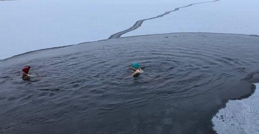Ein Loch im Eis